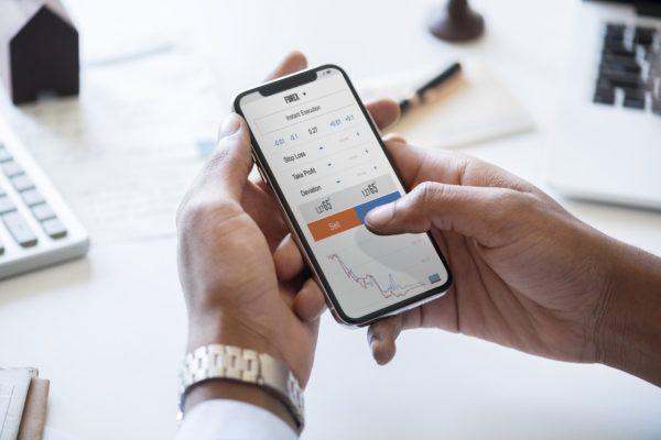 投資初心者向けのおすすめ投資アプリ3選|面倒な手間一切なし。